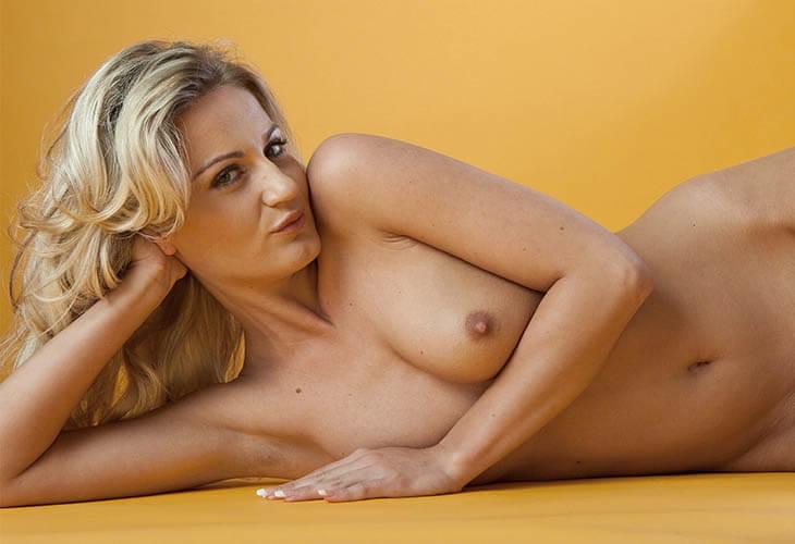 Nackte Frauen ohne Tabus vor der Livesex Chat Cam